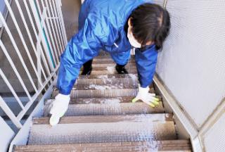 階段ハンドブラシ清掃